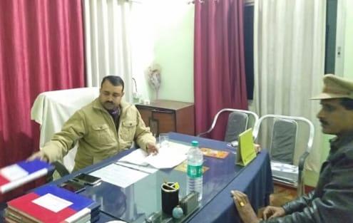 थाना जगदीशपुर में जांच करते SSP