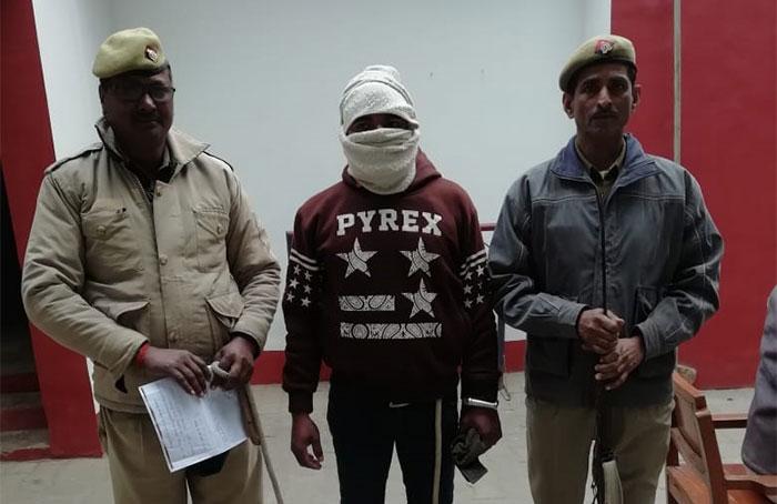 पुलिस की गिरफ्त में आरोपी पति