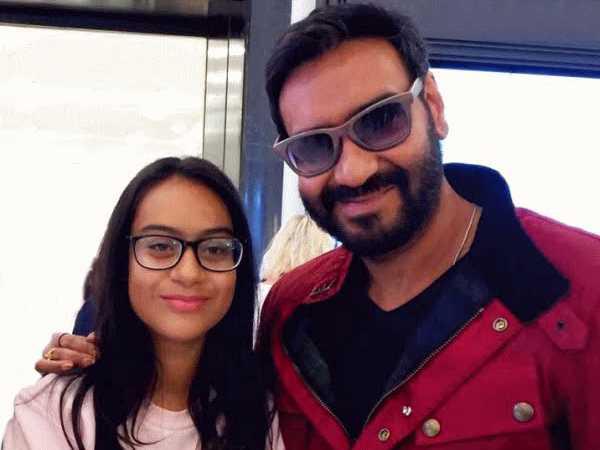 अजय  देवगन बेटी न्यासा के साथ