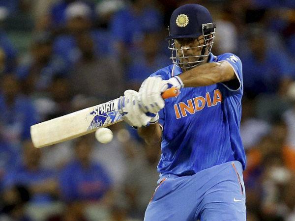 धोनी बल्लेबाजों की रैंकिंग में 17वें स्थान पर आ गए हैं