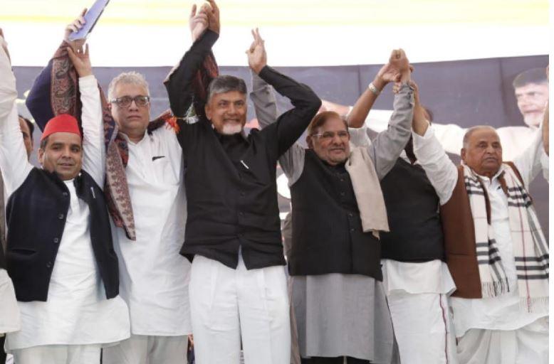 नायडू  के समर्थन में आये राहुल, मनमोहन,  मुलायम सिंह व धर्मेन्द्र यादव