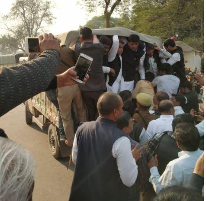 धर्मेंद्र यादव को पुलिस ने किया गिरफ्तार