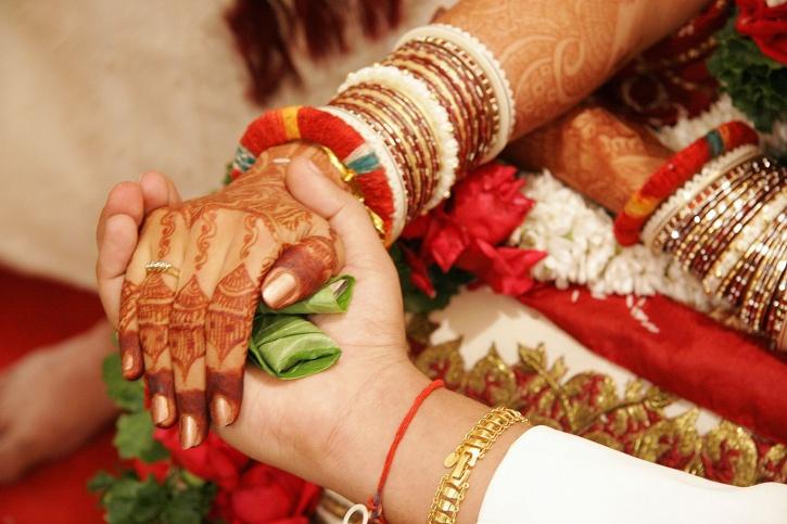 शादी करने विदेश भागने पर जब्त होगी संपत्ति (फाइल फोटो)