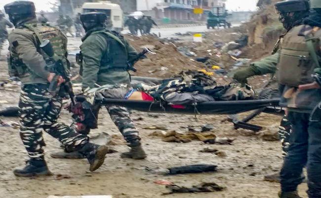 कश्मीर में CRPF काफिले को आतंकियों ने उड़ाया