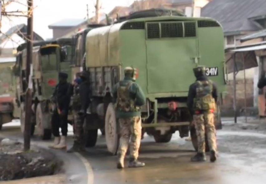 सुरक्षाबलों और आतंकवादियों के बीच मुठभेड़