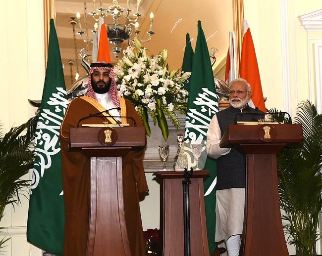 प्रधानमंत्री नरेन्द्र मोदी और सऊदी अरब के शाहज़ादे मोहम्मद बिन सलमान
