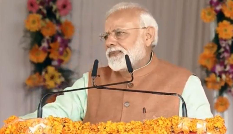 गोरखपुर से देश को संबोधित करते पीएम मोदी