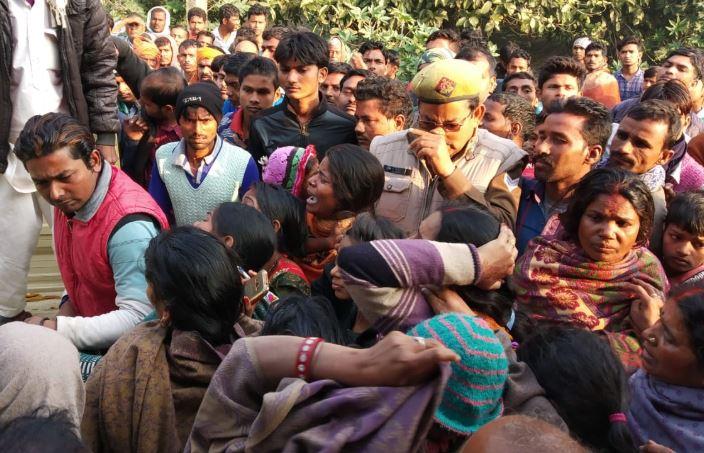 घटना के बाद मौके पर मौजूद भीड़