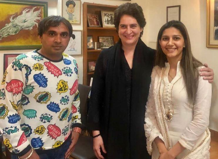 प्रियंका गांधी के साथ सपना चौधरी