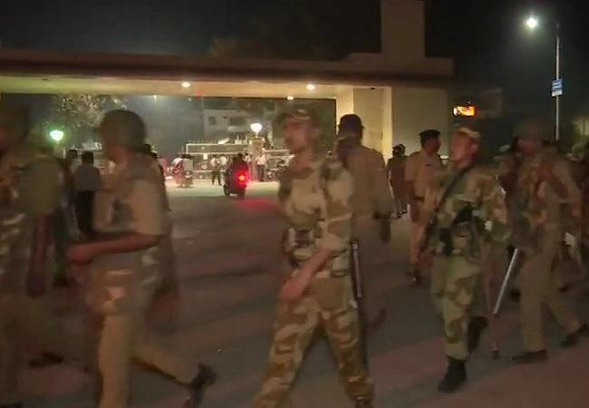 बीएचयू परिसर में तैनात सुरक्षाबल