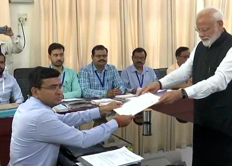 पीएम मोदी ने वाराणसी से दाखिल किया नामांकन