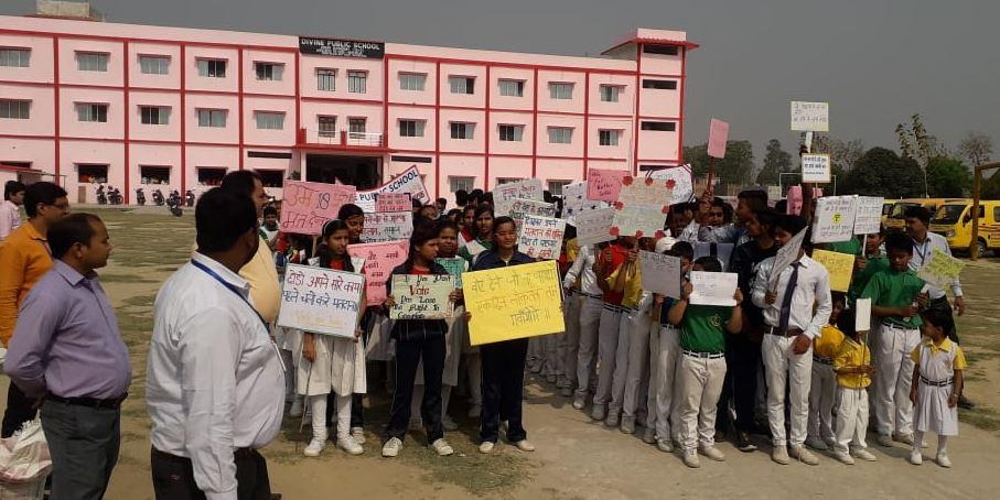 स्कूली बच्चों ने जागरूकता रैली निकाल कर लोंगो को किया जागरूक