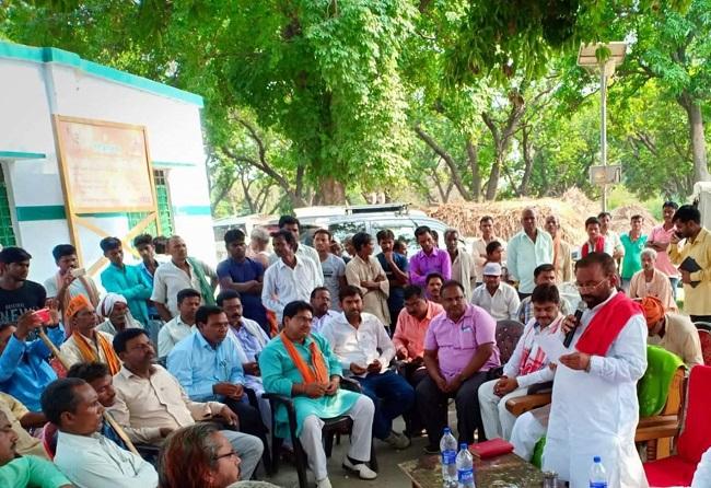 महराजगंज के सिसवा विकास प्रखंड में जनसभा को संबोधित करते  कैबिनेट मंत्री स्वामी प्रसाद मोर्य