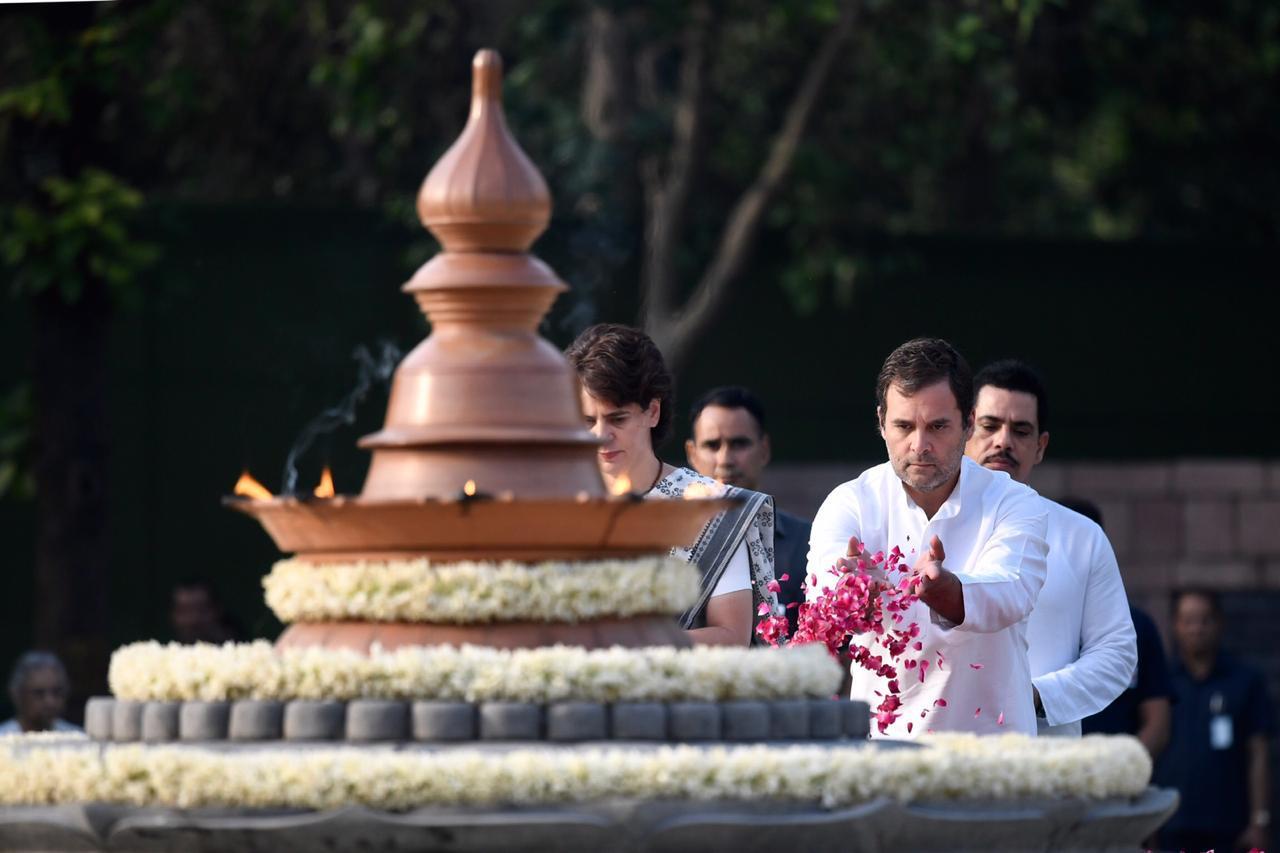 श्रद्धांजलि अर्पित राहुल गांधी