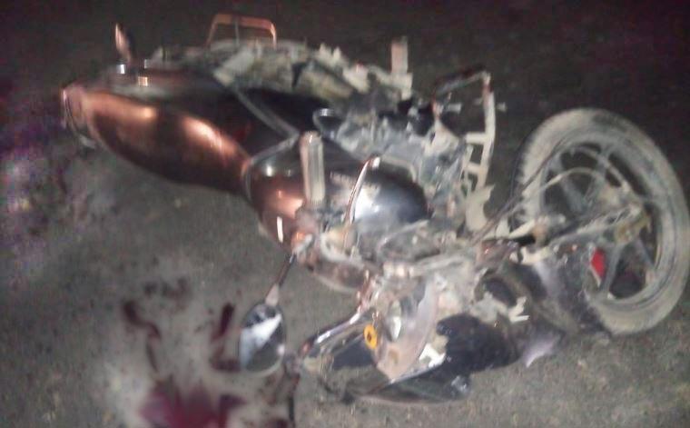 दुर्घटना के बार क्षतिग्रस्त बाइक