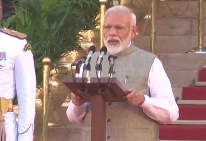 पद और गोपनीयता की शपथ लेते प्रधानमंत्री नरेंद्र मोदी