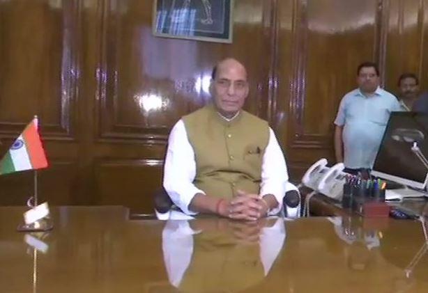 रक्षा मंत्रालय का कार्यभार ग्रहण करते राजनाथ सिंह