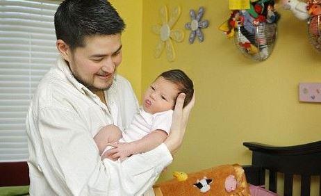 विश्व में पहले पुरूष थॉमस ने बेटी को दिया जन्म