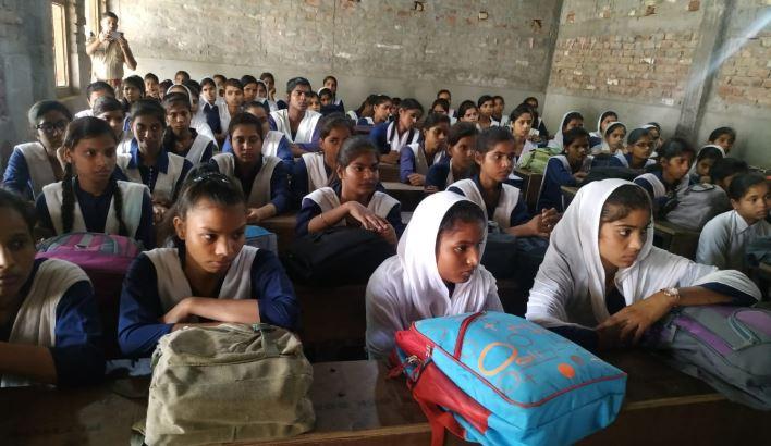महिला सशक्तिकरण जागरूकता कार्यक्रम में मौजूद छात्राएं