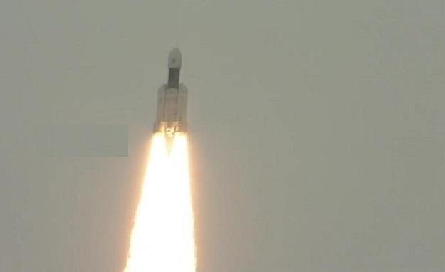 चंद्रयान-2  ने भरी उड़ान