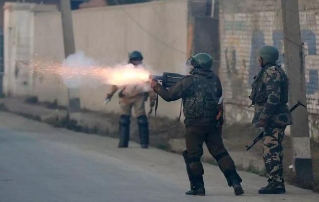 सुरक्षा बल ने  मुठभेड़ में दो आतंकवादी मारे