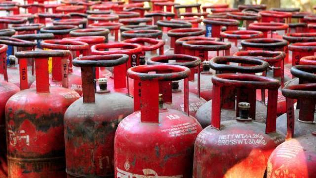 गैस सिलेंडर के दामों में गिरावट