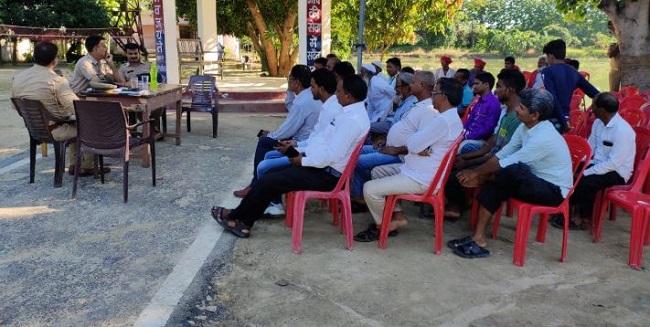 महराजगंज के कोल्हुई थाने में पीस कमेटी की बैठक।