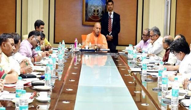 बैठक करते मुख्यमंत्री योगी आदित्यनाथ (फाइल फोटो)