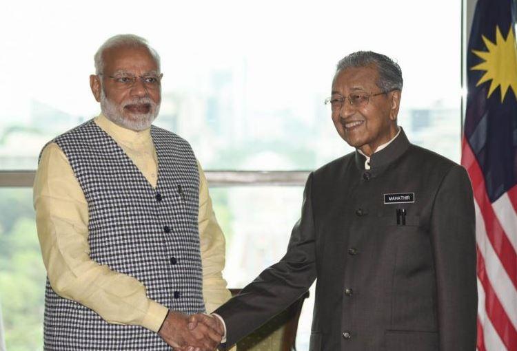 प्रधानमंत्री नरेंद्र मोदी और मलेशिया के प्रधानमंत्री महातिर मोहम्मद