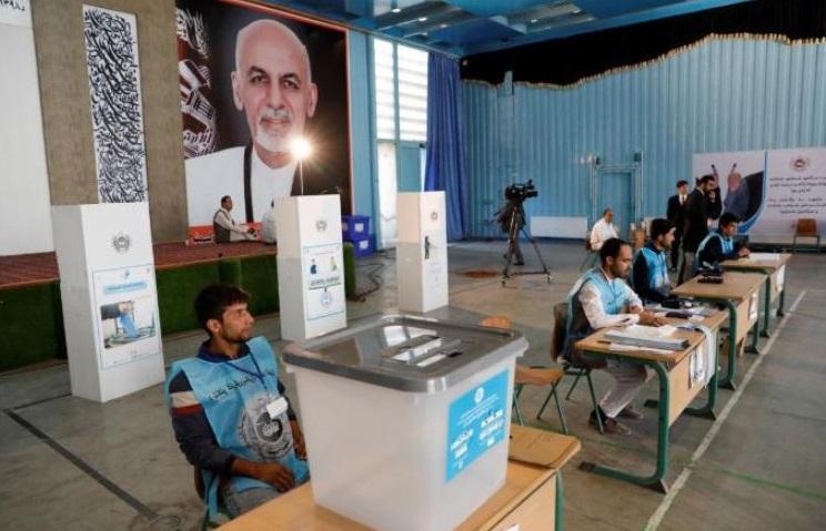 मतदान केंद्र की तस्वीर