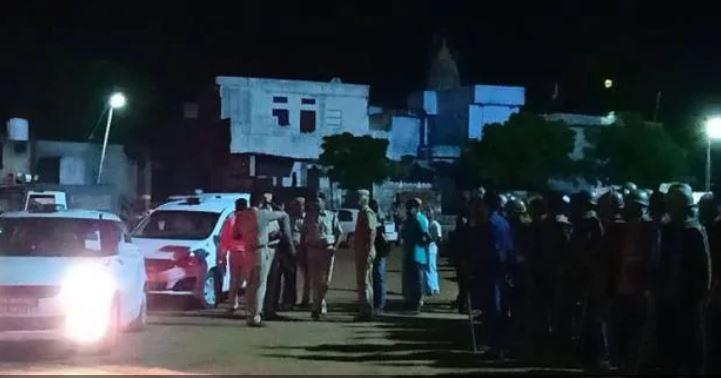 घटनास्थल पर मौजूद पुलिस