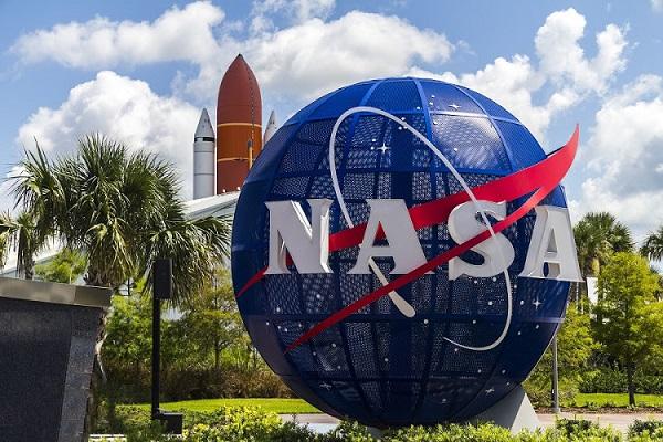 नासा ने जारी किया नया स्पेस सूट