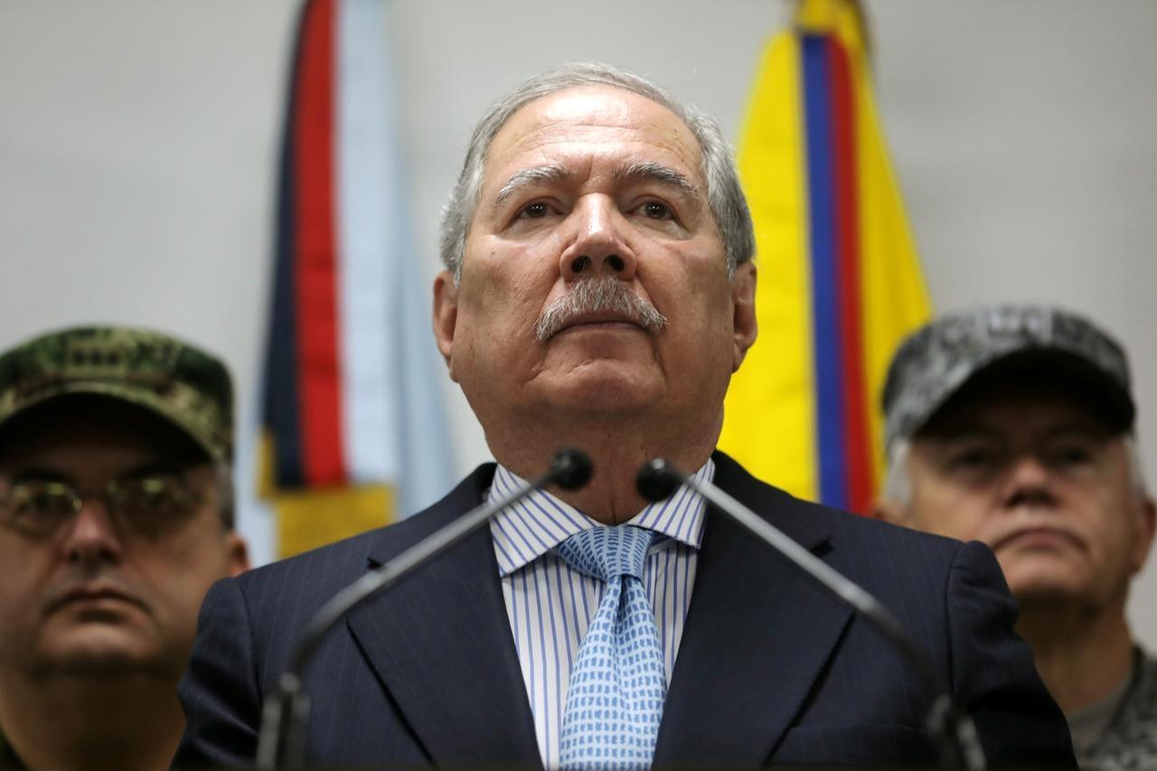 कोलंबिया के रक्षा मंत्री गुईल्लेर्मो बोटेरो ने दिया इस्तीफा