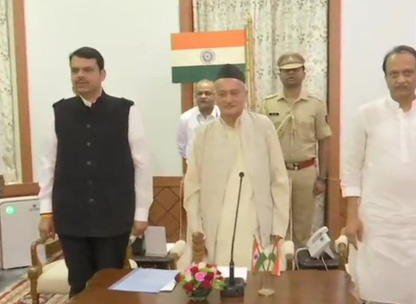 भारतीय जनता पार्टी (भाजपा) के देवेन्द्र फडनवीस ने  मुख्यमंत्री और राष्ट्रवादी कांग्रेस पार्टी (राकांपा) के अजीत पवार ने उपमुख्यमंत्री पद की शपथ लेते हुए