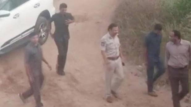 एनकाउंटर स्थल पर पहुंचे पुलिस