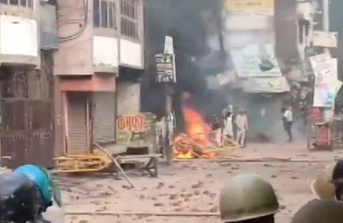 रामपुर में हिंसक प्रदर्शन में एक की मौत