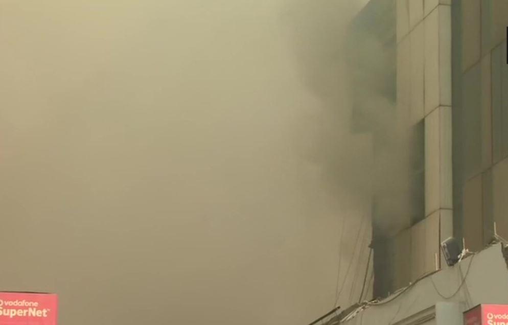 दिल्ली की फैक्ट्री में लगी भीषण आग