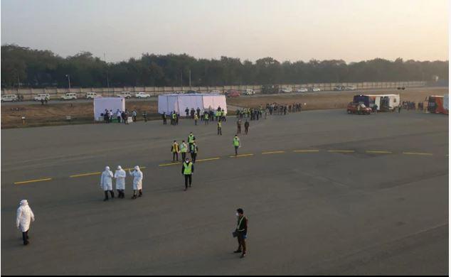 दिल्ली एयरपोर्ट पर लैंड हुआ एयर इंडिया का विमान