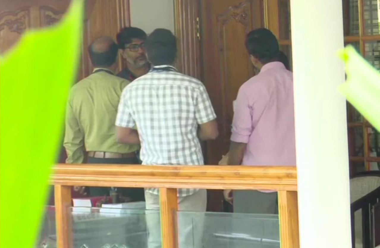 केरल के पूर्व मंत्री के आवास पर छापा