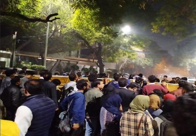 छात्रों ने मुख्यमंत्री आवास का किया  घेराव (फाइल फोटो)