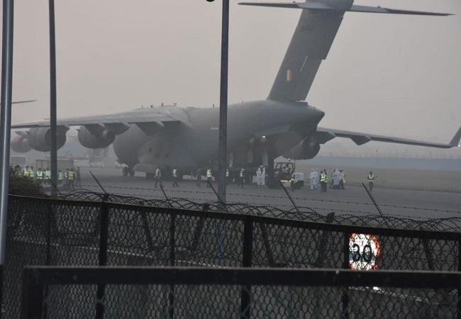 119 भारतीयों को एयर इंडिया की एक विशेष उड़ान से गुरुवार सुबह  इंदिरा गांधी हवाई अड्डे लाया गया