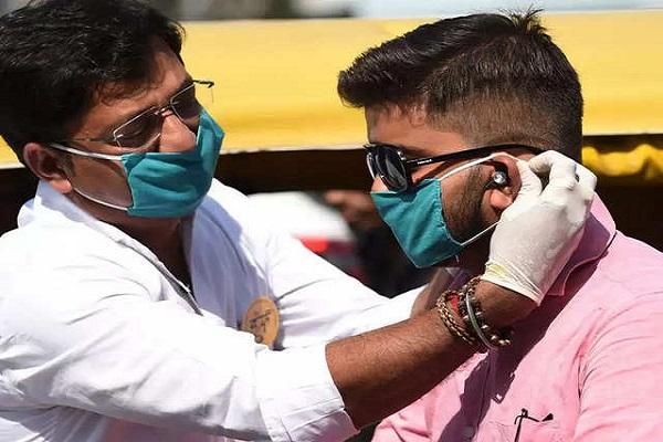 भारत में बढ़ते जा रहे कोरोना के मरीज (फाइल फोटो)