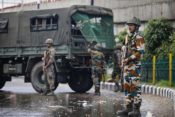 कश्मीर के हंदवाड़ा में सेना और आतंकियों के बीच हुई मुठभेड़