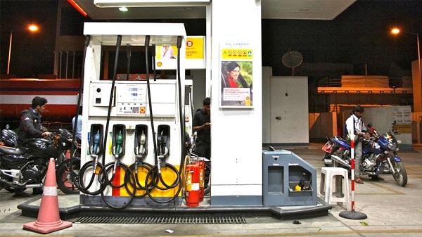 दिल्ली में बढ़े पेट्रोल-डीजल के दाम