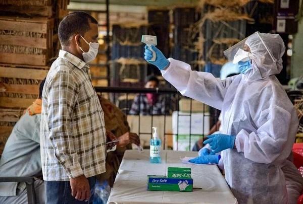 महराजगंज में कोरोना संक्रमितों की संख्या बढ़ी (फाइल फोटो)