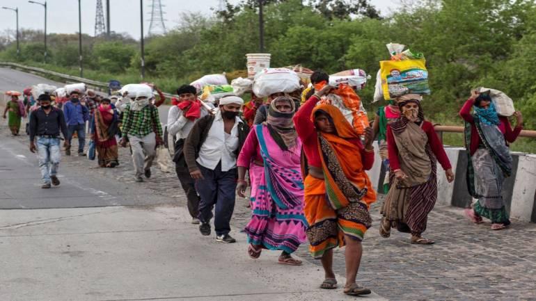 गांव लौटते प्रवासी (फाइल फोटो)