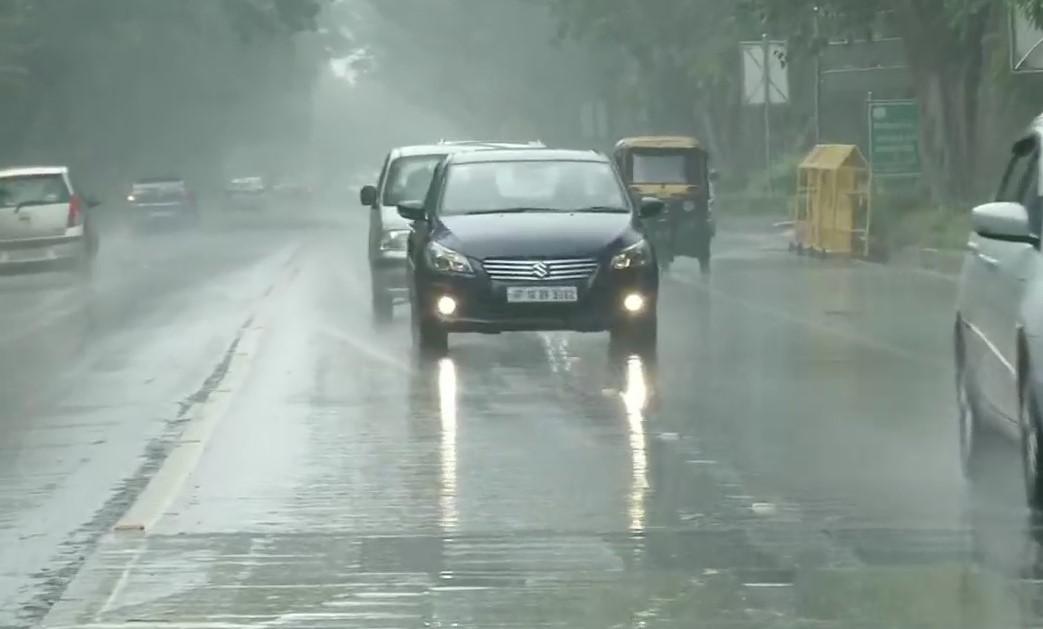 रिमझिम बारिश ने दी दिल्ली को राहत