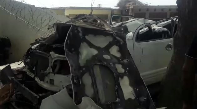 विकास दुबे के कानपुर घर में तोड़ दी गयी गाड़ियां