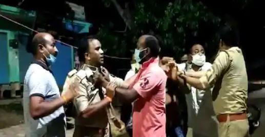 पुलिस का साथ मारपीट का दृश्य
