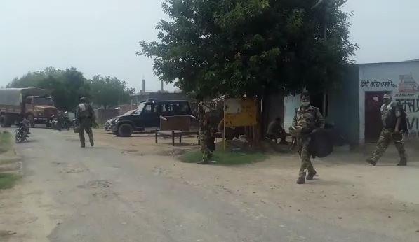 विकरु गांव में पुलिस का पहरा